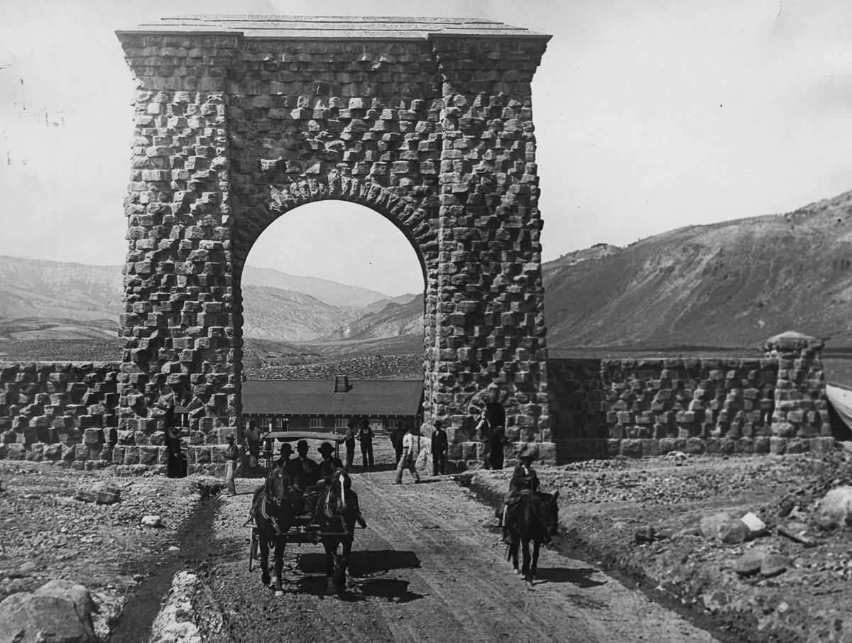 35 Amazing Historical Photographs That Capture Early ... First Photographs Of Yellowstone