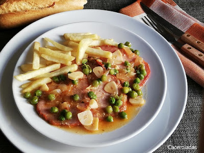 Filetes de lomo adobado en salsa