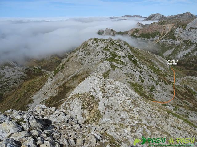 Ruta a Peña Chana: Bajando de Picos Blancos al Collado la Paredina