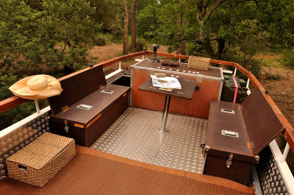le camping car passe partout car transform en camping car. Black Bedroom Furniture Sets. Home Design Ideas