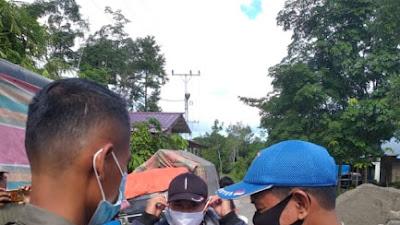 Satpol - PP Nias Barat Bagikan Masker Di Pasar Bukit Sion, Guna Cegah Covid-19