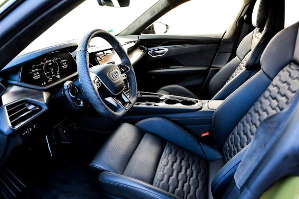 Audi RS e-tron GT, esportivo elétrico de R$ 950 mil - interior - dianteira