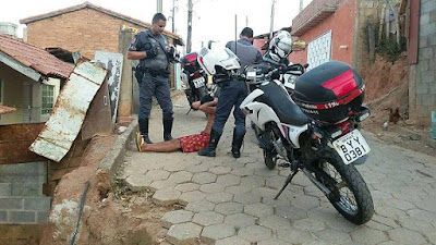 ROCAM CAPTURA FORAGIDO DA JUSTIÇA EM REGISTRO-SP
