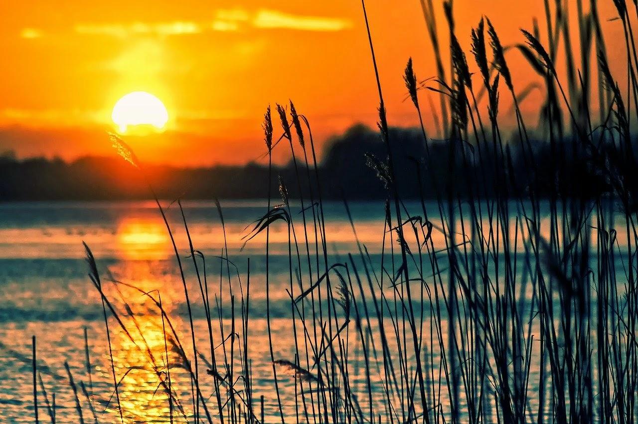 غروب الشمس بالاضافة الى منظر طبيعى وخلاب