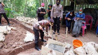Wujudkan Harapan Nek Butet, Kapolres Tana Toraja Letakkan Batu Pertama