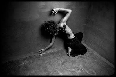 Fotografia aktu artystycznego - tancerka i body-painting. Zdjęcia wykonał Łukasz Cyrus w Galerii Szyb Wilson w Katowicach.