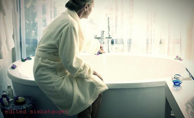 mimpi mandi keramas