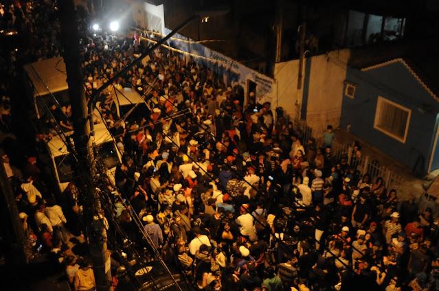 Corpo de MC Kevin deixa quadra da Unidos de Vila Maria e será sepultado na Zona Norte de SP
