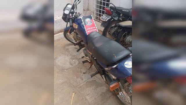 Policia Militar apreende Moto Honda com Chassi de Daelim em Salgadinho PB