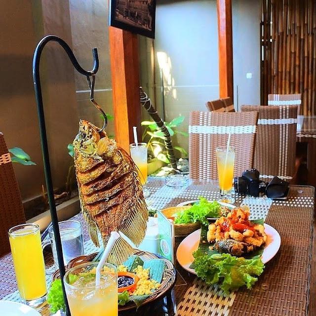 Rumah Makan Lesehan Khas Sunda di Kota Garut