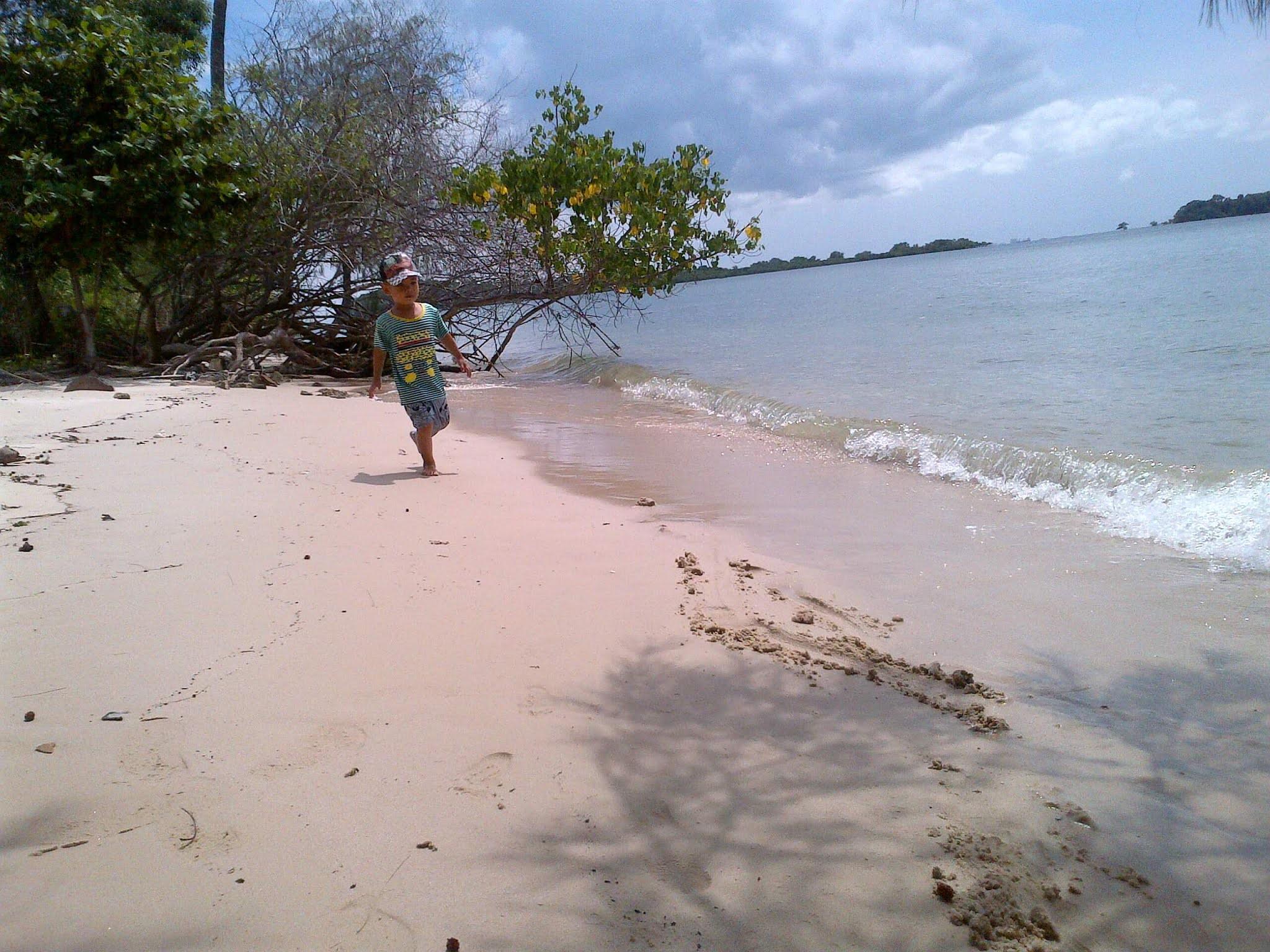 Pantai Indah Pulau Lengkana 9