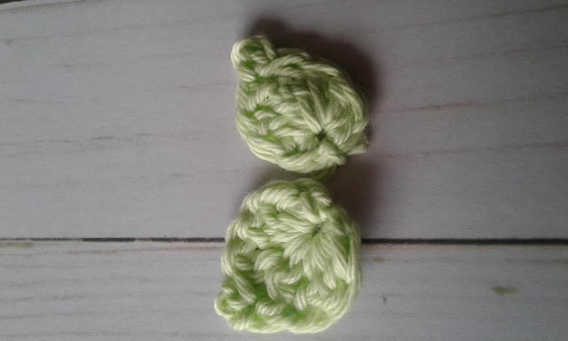 crochet leaves in green