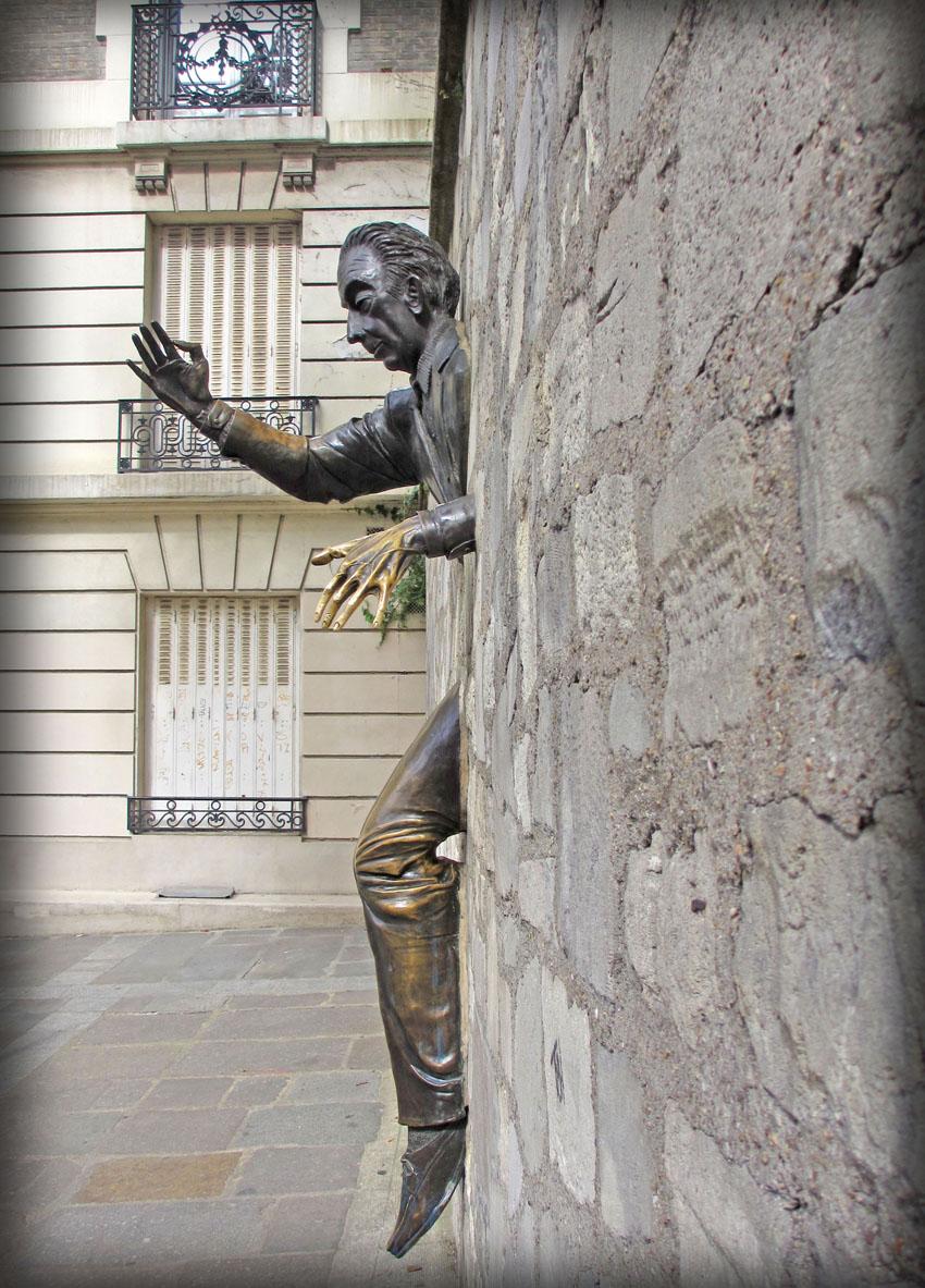 Памятник Марселю Эме.
