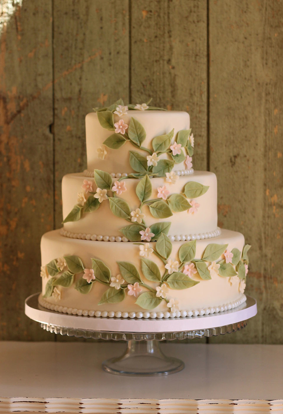 A Delicate Leaves And Blossoms Wedding Cake The Couture