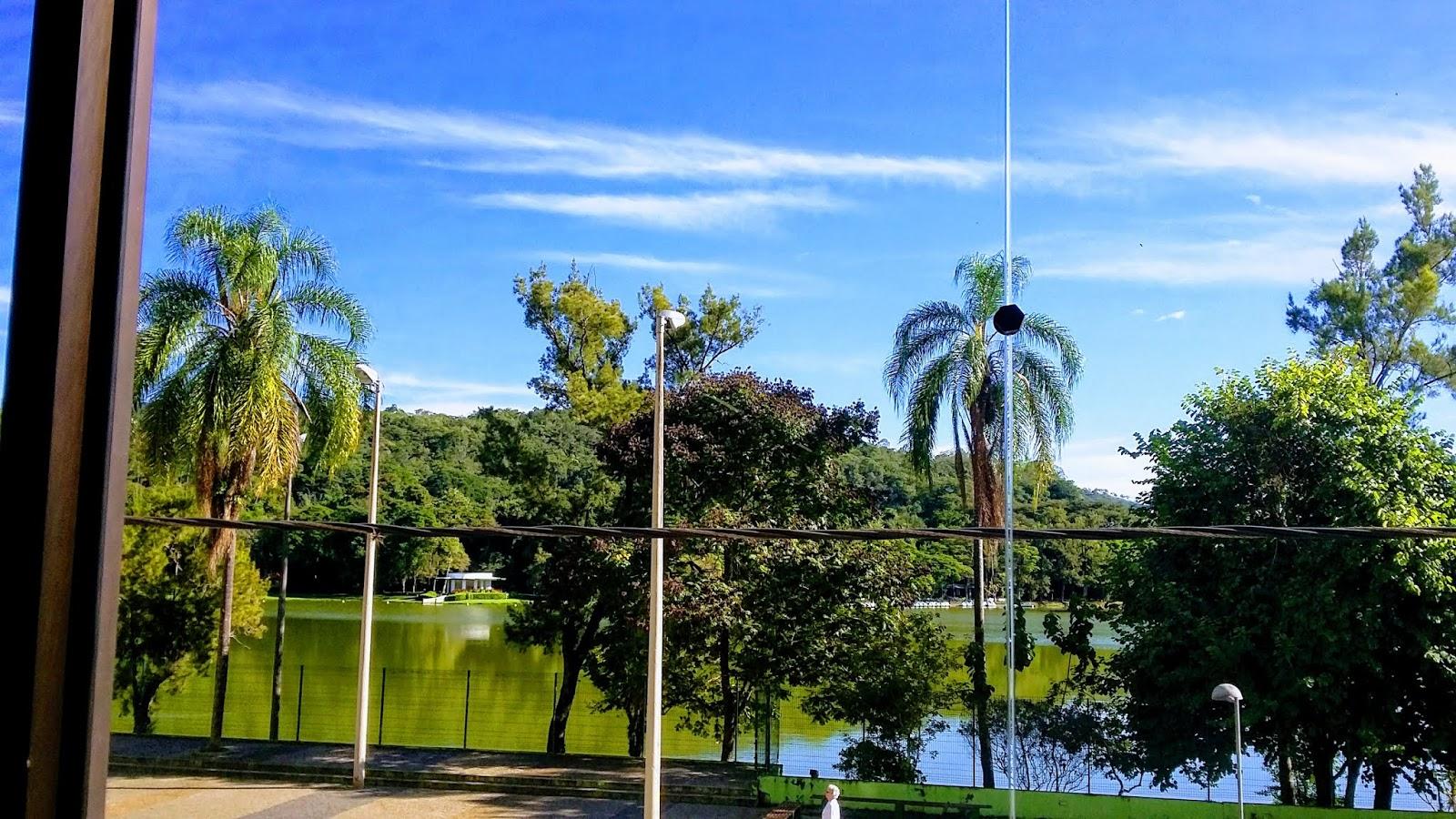 Visão para o Parque das Águas a partir do janelão do Salão do café da manhã do Hotel Central Parque