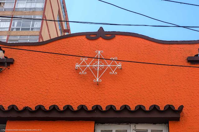 Sobrados na Rua Marechal Deodoro - detalhe de ornamento de ferro
