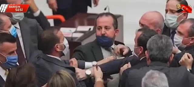 Τουρκία: Έπεσε πάλι ξύλο στην Βουλή για τον Ερντογάν!