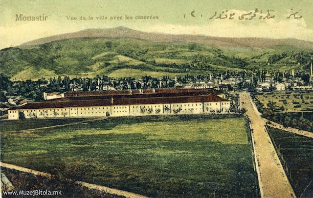Белата касарна во 1910 година. На сликата бр.98 прикажана е Белата касарна, Црвената касарна во заднината, како и панорама на градот во пролет од Тумбе Кафе. На источната страна од Белата касарна е полигонот за вежби на турската армија. Патот покрај касарните, кој води кон Тумбе Кафе, денес е Градското шеталиште.