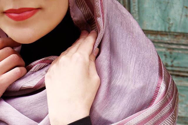 Tampil Modern dengan Hijab