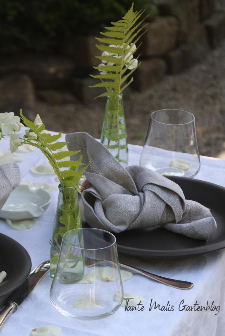 Schnelle Tischdekoration für den Sommerabend