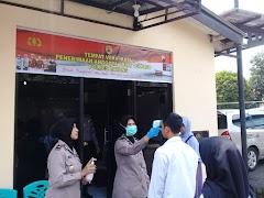 Pastikan Kesehatan, Pendaftar Calon Anggota Polri Di Cek Suhu Tubuh