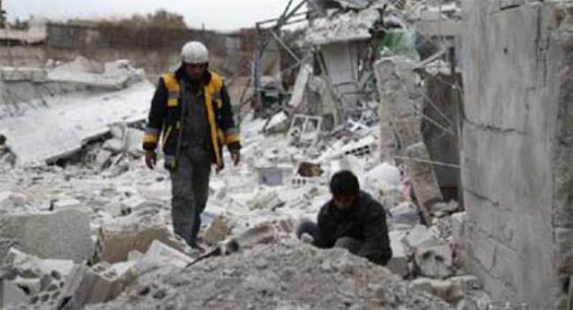 الخوذ البيضاء تنقل مواد سامة إلى مخزن تابع لـأحرار الشام