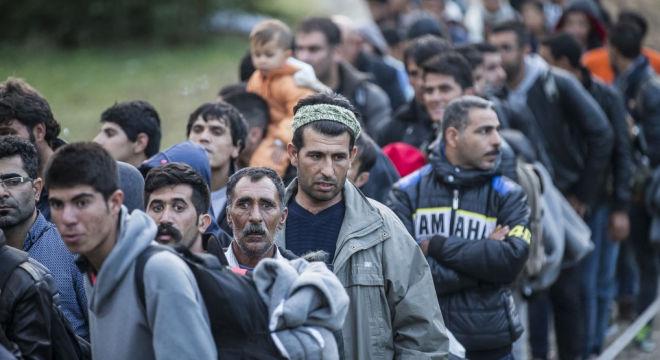 A román határőrök megverik és kirabolják az ország területére érkező bevándorlókat, az Európai Unió mégis Magyarországot támadja