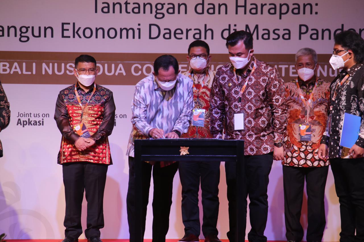 Bupati Muratara menghadiri Pengukuhan apkasi