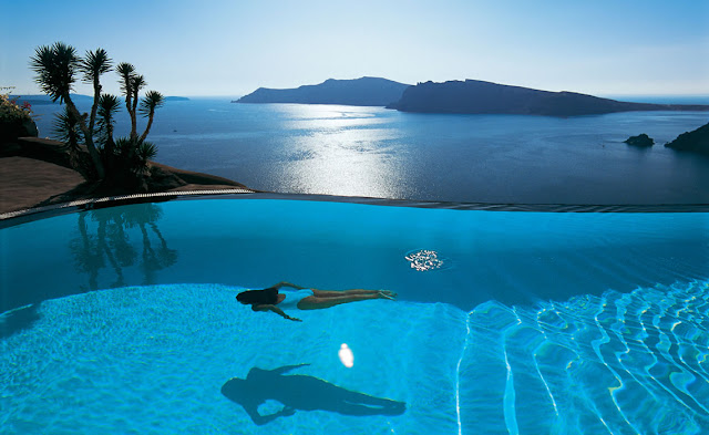 Passion for luxury top 10 santorini hotels with infinity for Infinity swimming pools pictures