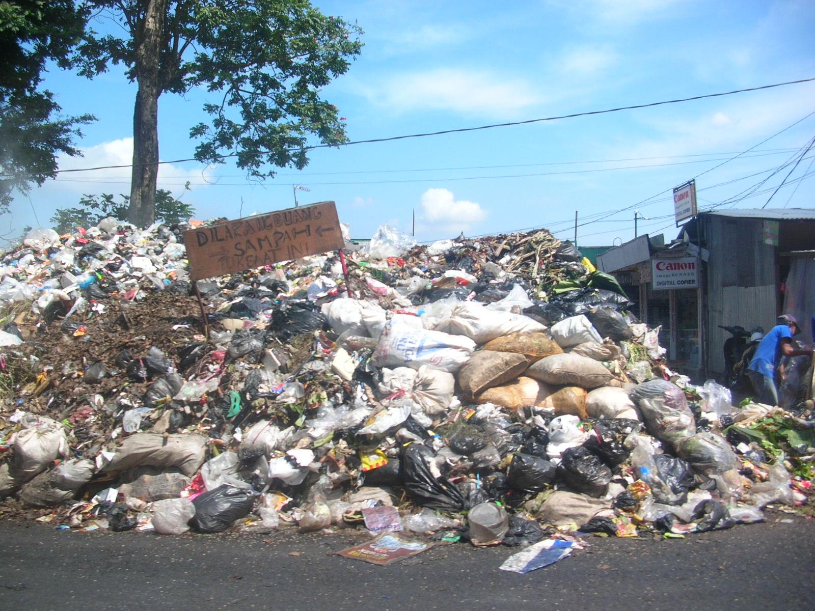 Gambar Lingkungan Kumuh Das Brantas Profil Ekoregion Jawa Kebersihan Lingkungan Kebersihan Lingkungan
