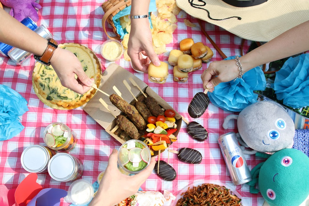 aloft kuala lumpur sentral: summer picnic sets