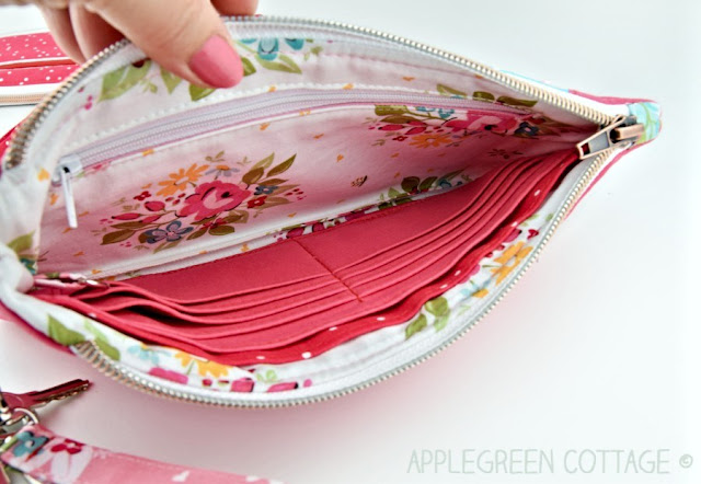 wristlet wallet pattern with pockets