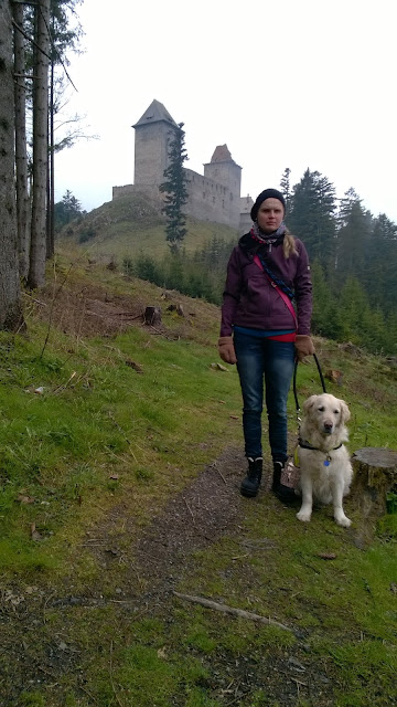 Linda a Cilka nedaleko hradu Kašperk - sychravé počasí