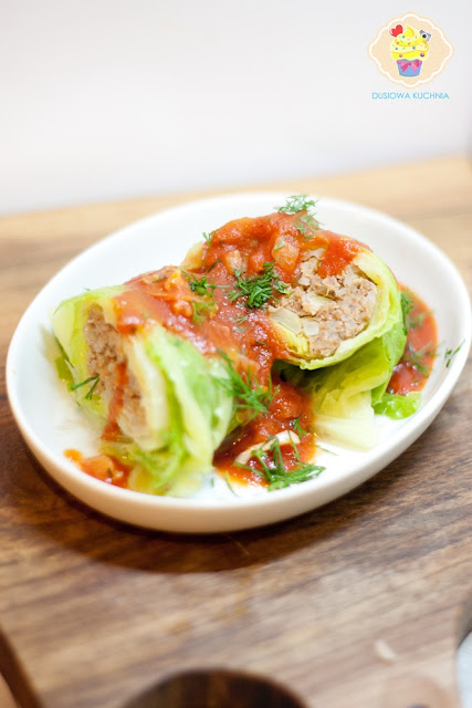 przepis na gołąbki, gołąbki z kapusty włoskiej, gołąbki w sosie pomidorowym, gołąbki z kapusty włoskiej w sosie