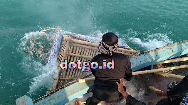 Sedekah Laut dan Dongdang Prosesi Puncak ruat Laut Masyarakat Nelayan di Pulau Jawa