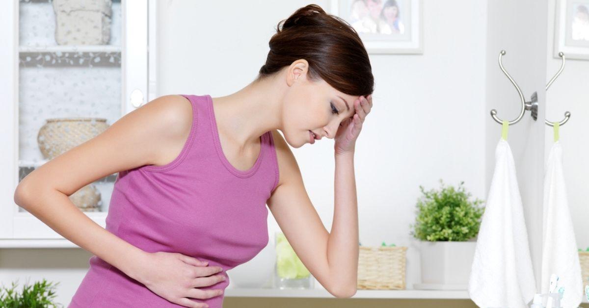 يحدث الغثيان في الأشهر الثلاثة الأولى من الحمل