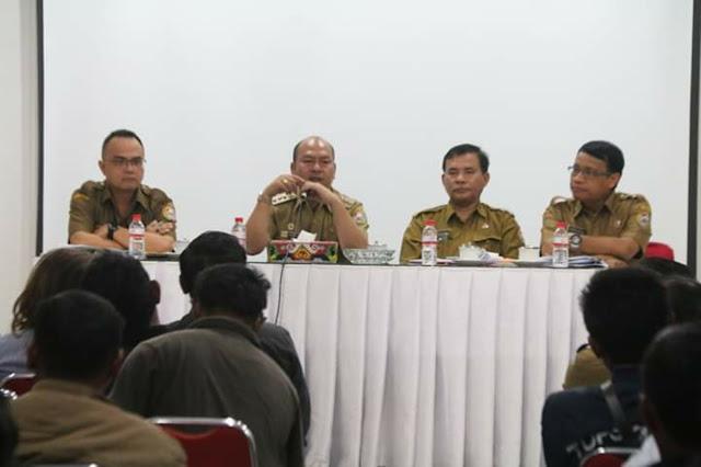Bupati Taput Pimpin Rapat Evaluasi Pendistribusian LPG