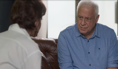 Alberto (Antonio Fagundes) pergunta a Vera (Angela Vieira)