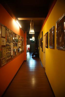 Lorong seperti galeri di Singgahsana Lodge