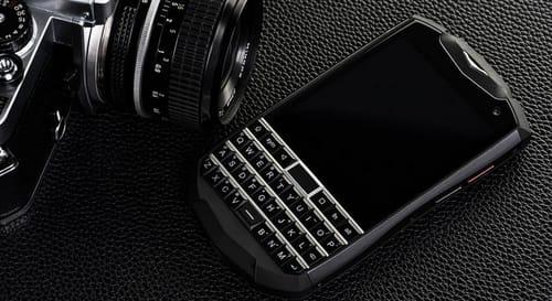 Titan Pocket: Smartphone for keyboard fans