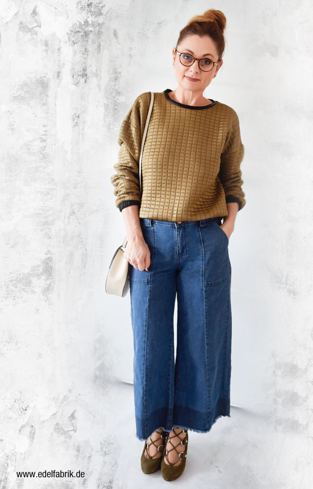 Ü40 Mode, Denim Culotte, Velourssandaletten in Oliv und Sweater