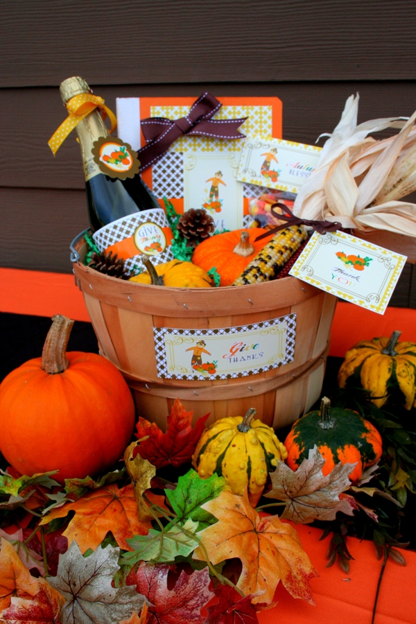 Thanksgiving DIY Gratitude Gift Basket - via BirdsParty.com