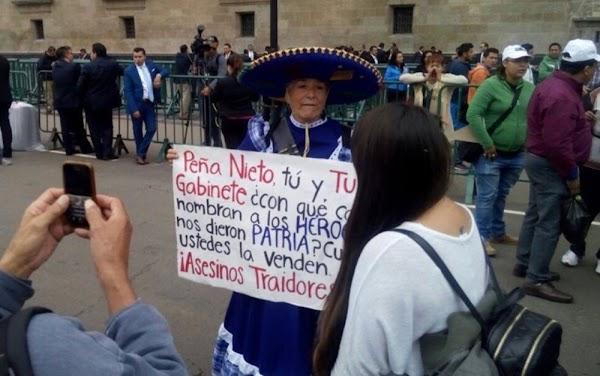 Peña, culer0, privatiza tu @gujero', las protestas en Palacio Nacional.