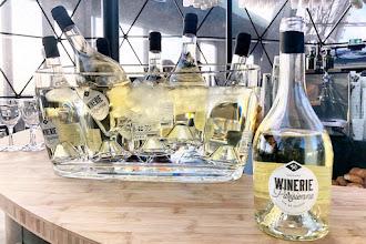 Vin : La Winerie Parisienne installe un chai éphémère au premier étage de la Tour Eiffel