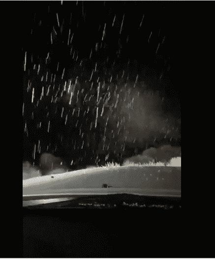 تساقط الثلوج والأمطار المتجمدة على جبل اللوز في منطقة تبوك