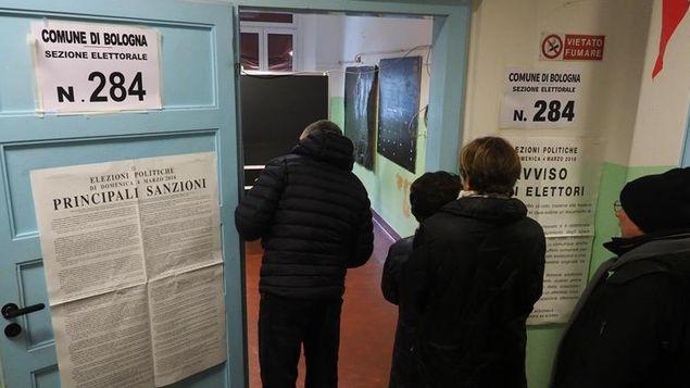 Un 19,38 % de los italianos había votado al mediodía en elecciones generales