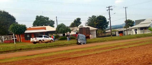 Roncador: Carro cai em canaleta no prolongamento da São Pedro