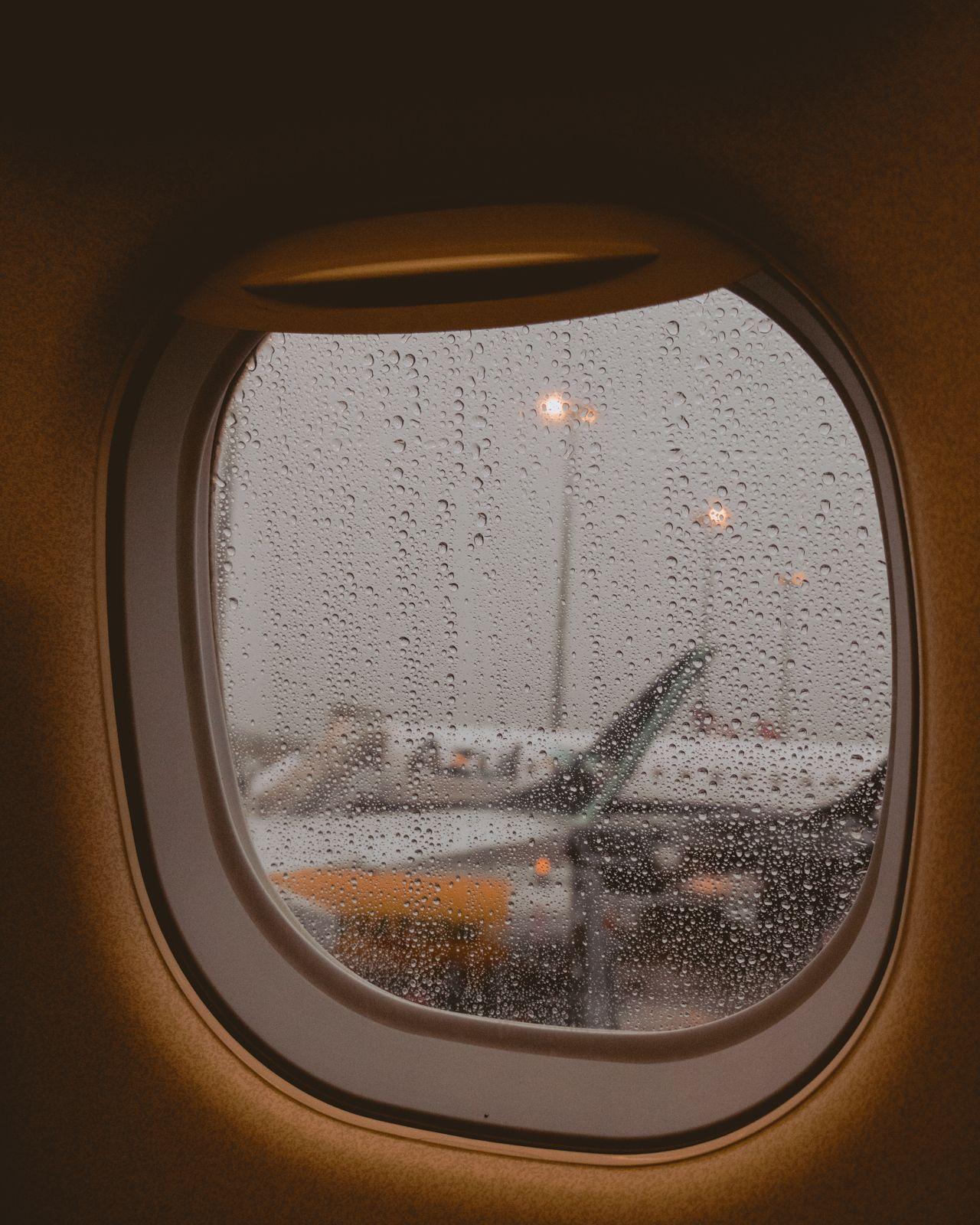 janela avião molhada