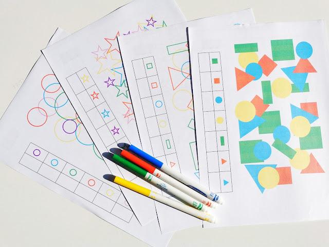 na zdjęciu cztery strony ćwiczeń na spostrzegawczość oraz cztery pisaki w różnych kolorach
