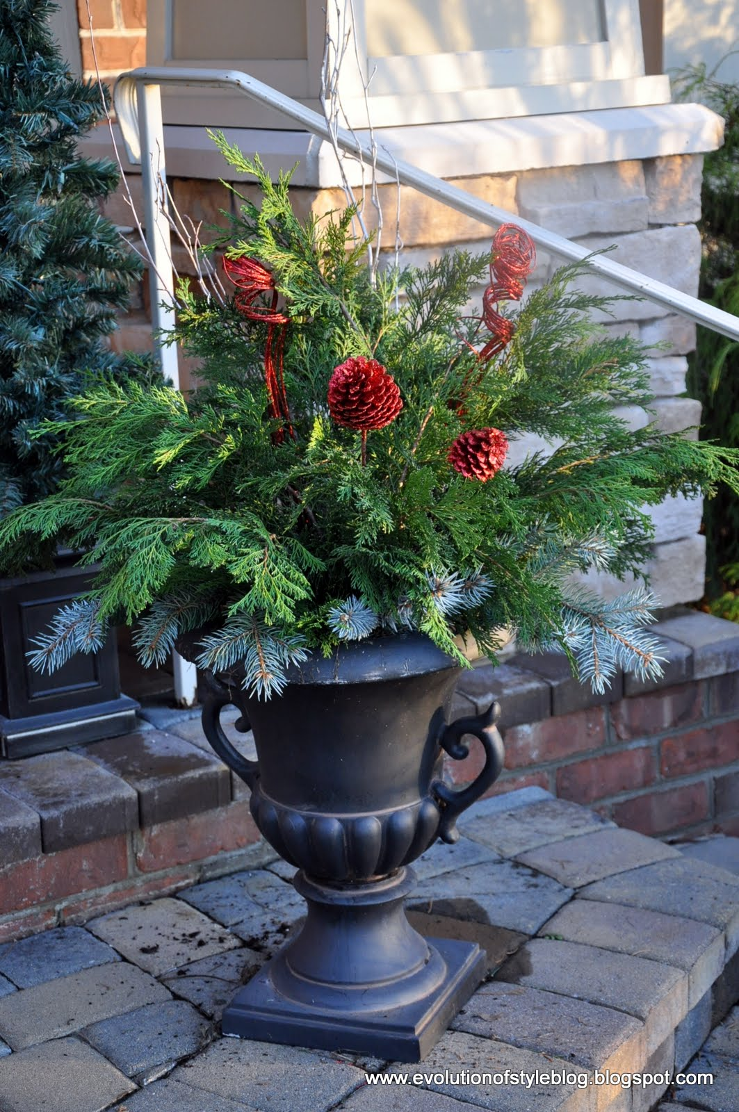 Easy Outdoor Holiday Decor - Evolution of Style